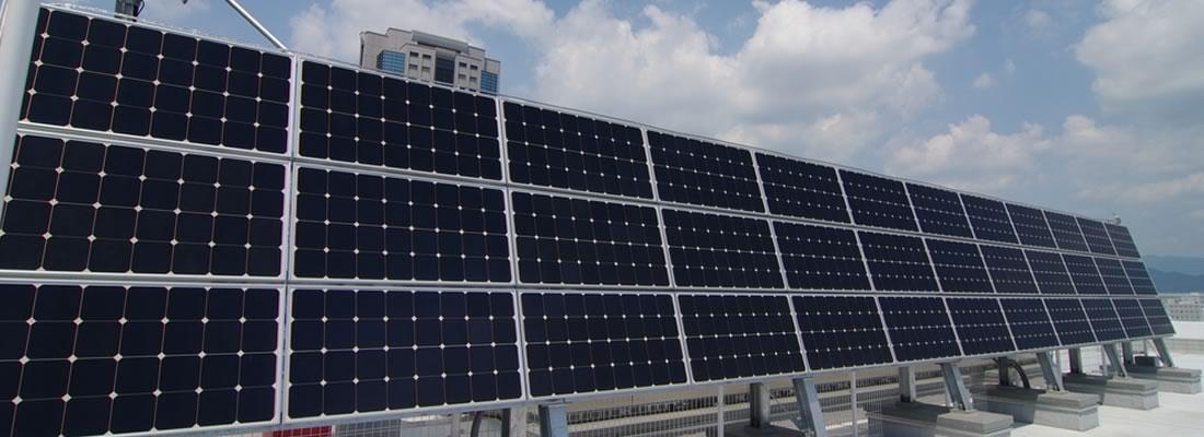 特定規模電気事業者の所有する屋上に設置された太陽光パネル